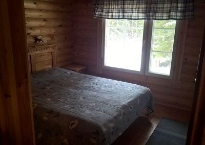 Salakkaniemen-isompi-makuuhuone